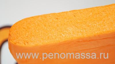 Закрытые поры пеномассы придают материалу демпфирующие свойста, которые позволяют применять пеномассу в качестве упаковки, выдерживает большую ударную нагрузку и сжимающую. Закрытые поры пеномассы, так же придают материалу низкий коэффициент теплопроводности, поэтому пеномасса является энергоэффективным материалом, долго сохраняет тепло или холод в любой конструкции.