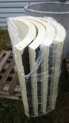 Монтаж теплоизоляции для утепления бетонных колодцев достаточно прост в монтаже и его могут осуществлять 2 человека
