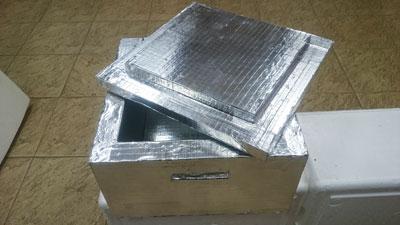 термоконтейнер вармбокс производятся из жесткого пенополиуретана, который обладает одним из самых низких коэффициентов теплопроводности среди теплоизоляционных материалов. Очень прочный, не ломается, не впитывает влагу, не гниет.